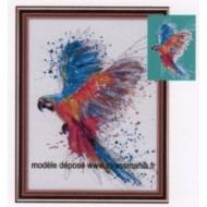 Perroquet en vol en strass sur toile roulée 44 *33 cm